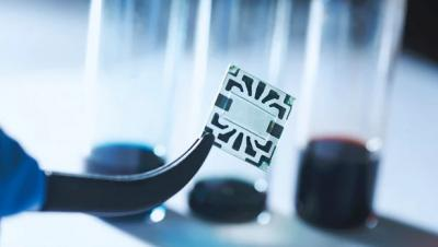 MIT team's flexible, transparent solar cell with graphene electrodes image